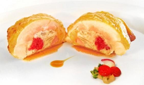 Pollo de corral relleno de cerezas y foie