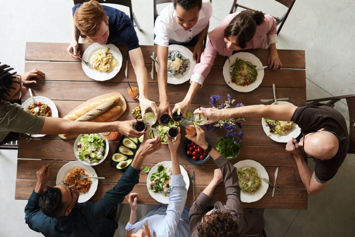 comida con amigos